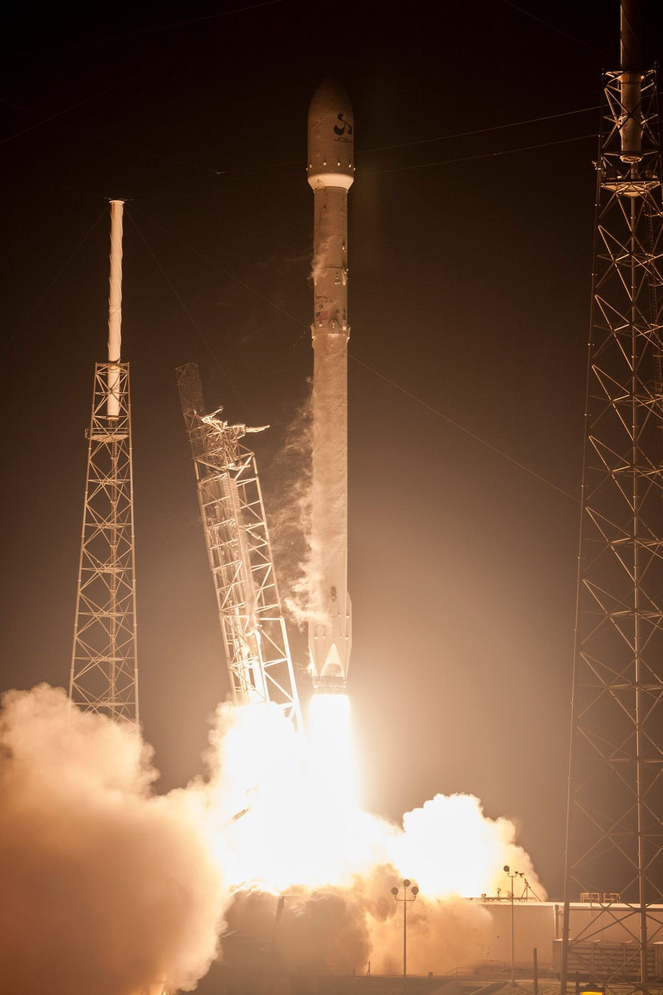 Spacex Successfully Launches JCSAT -14 Satellite ...